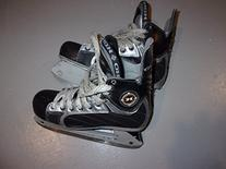 CCM Ice figure Skates - SZ 6.0 adult pre-owned - like new