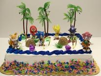 Unique 12 Piece Classic Sonic the Hedgehog Cake Topper Set