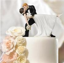 Willow Tree Funny Posture Bride and Groom Wedding Cake